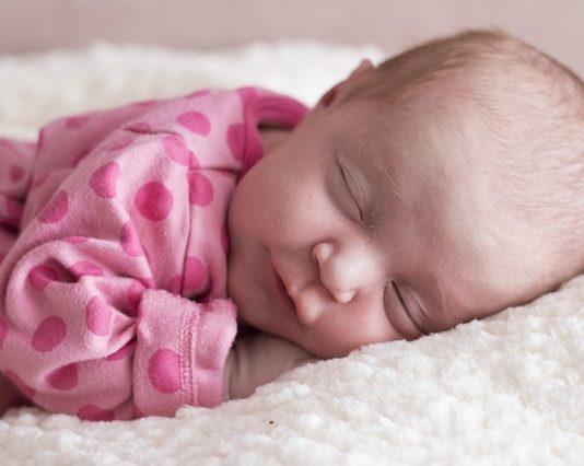 ubranka dla niemowlaka dziewczynki