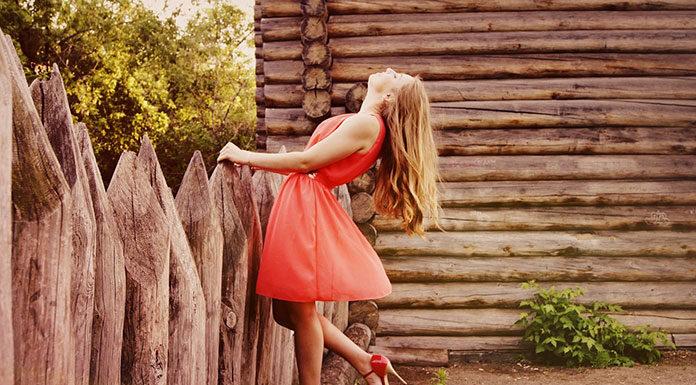 Z jakich materiałów uszyć modną i wygodną sukienkę?